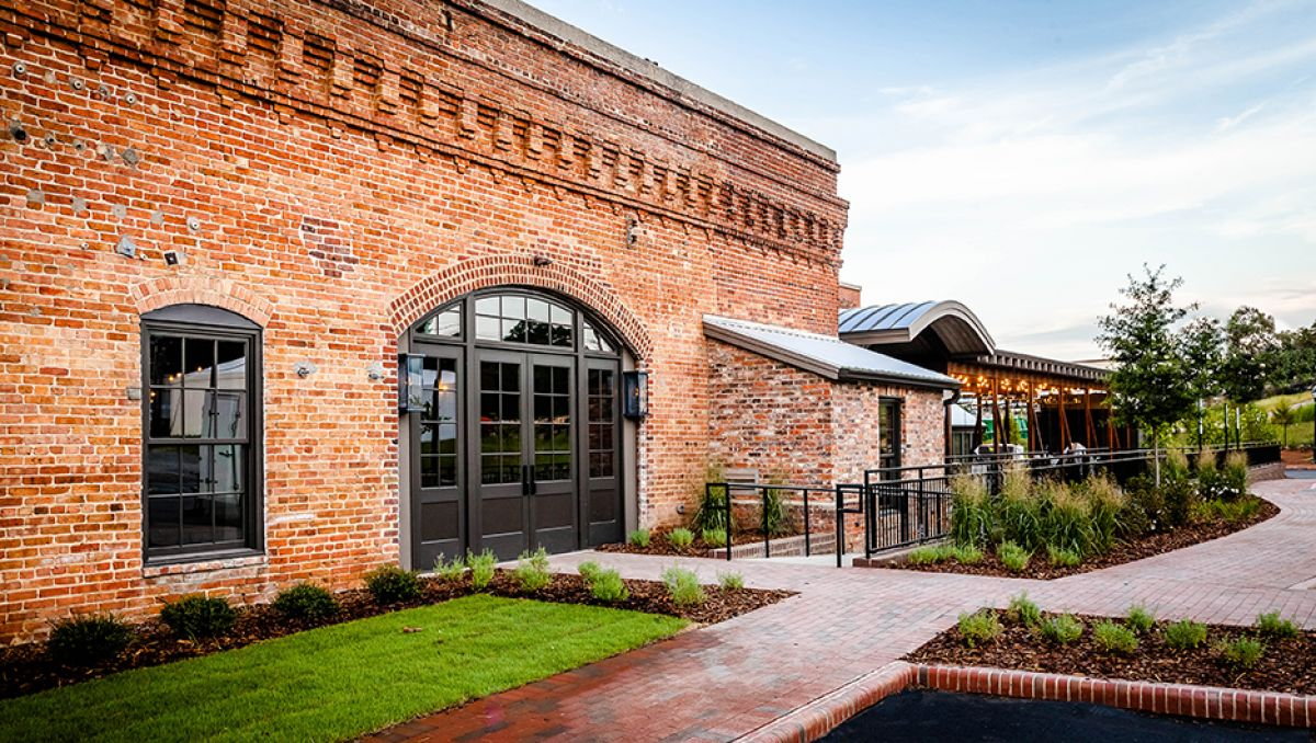 Exterior of brick Pinehurst Brewing Company during daytime