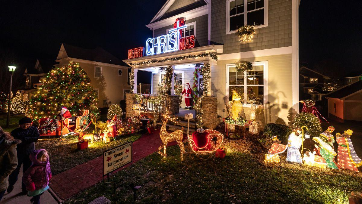Salisbury Nc 2021 Christmas Parade Holiday Light Shows Glow With Seasonal Cheer Visitnc Com