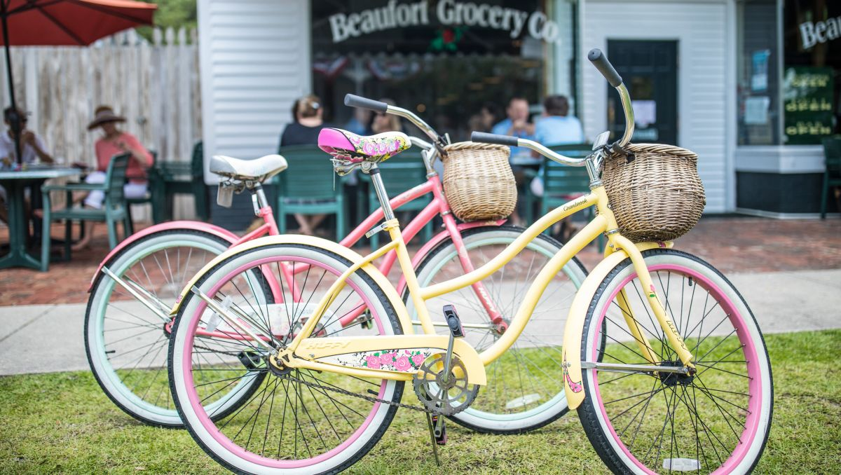 Two pastel bikes parked in front of Beaufort Grocery Co.