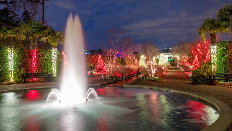 Holiday light shows glow with seasonal cheer - Daniel stowe botanical garden christmas ...